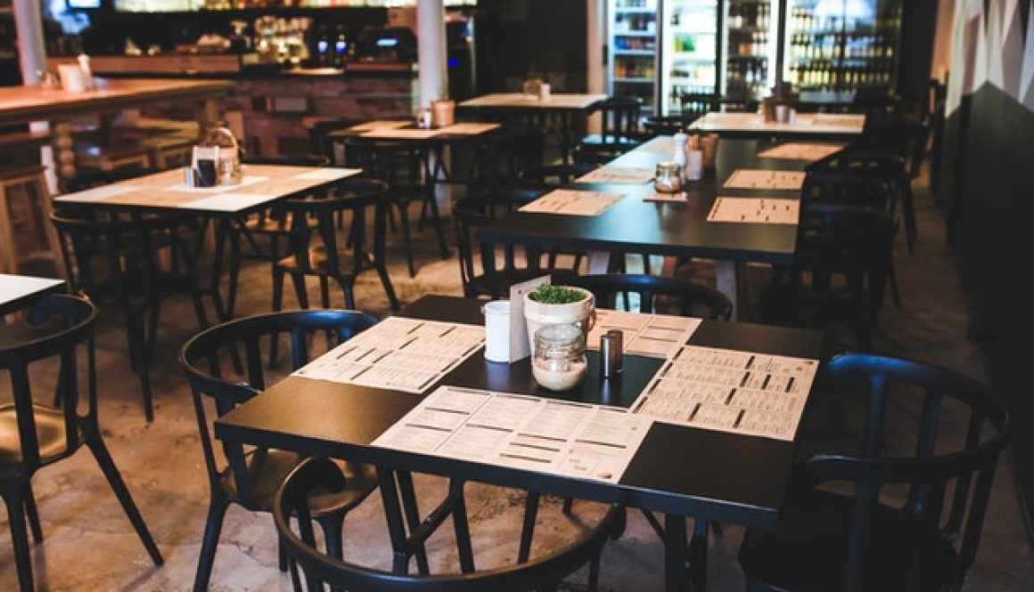 table-in-vintage-restaurant-6267